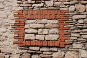 vecchio-muro-con-finestra-cieca_21223279