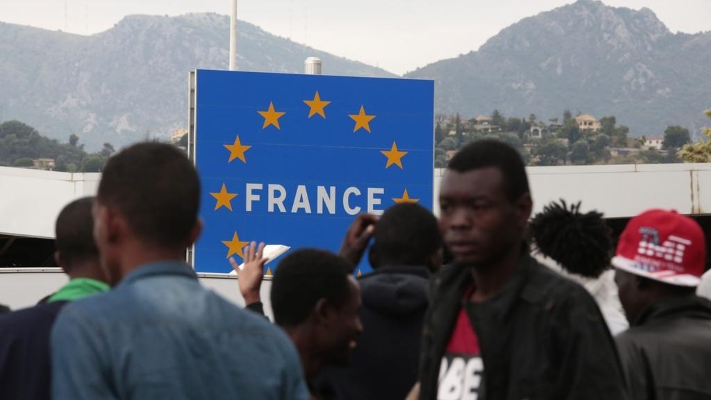 img1024-700_dettaglio2_Immigrati-migranti-al-confine-italia-francia3