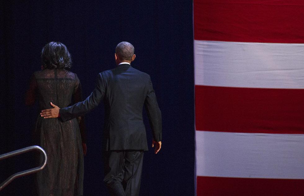 Barack e Michelle Obama escono dal palco dopo l'ultimo discorso di Obama da presidente degli Stati Uniti - Chicago, 10 gennaio 2017 (Darren Hauck/Getty Images)
